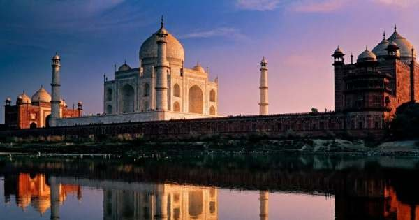 Mumbai to Agra and Taj Mahal Day-Tour with Return Flight