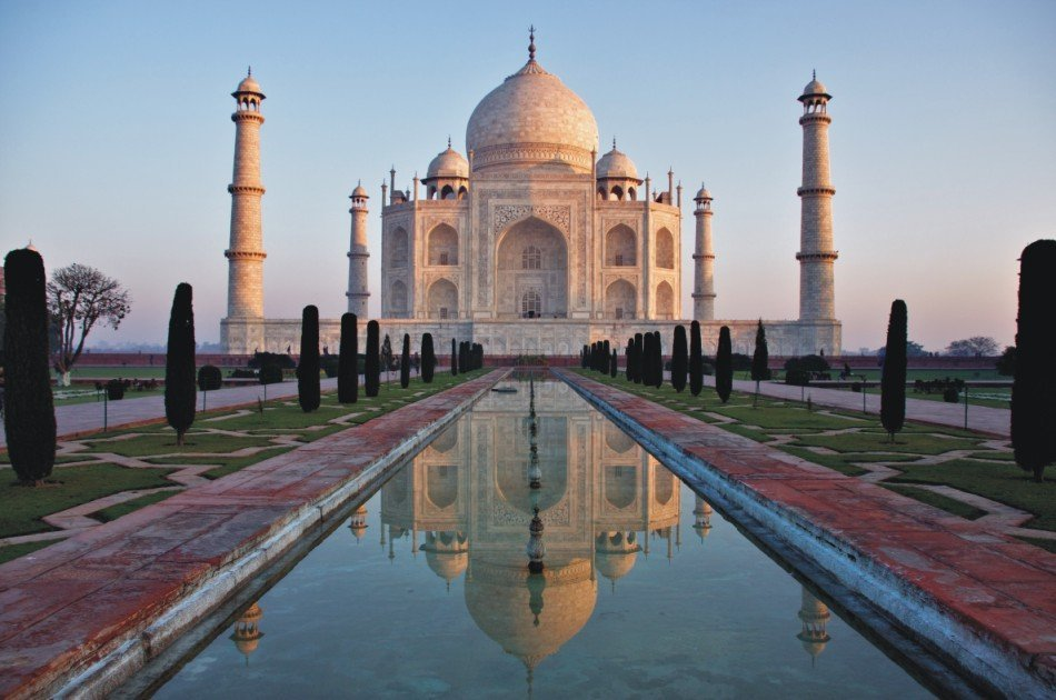 Mumbai to Agra and Taj Mahal Private 2-Day Tour with Return Flight