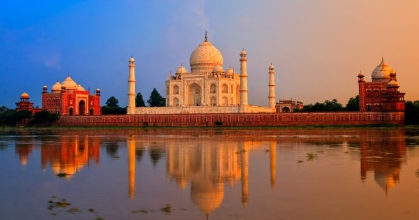 Mumbai to Agra and Taj Mahal Private 2-Day Tour with Return Flight