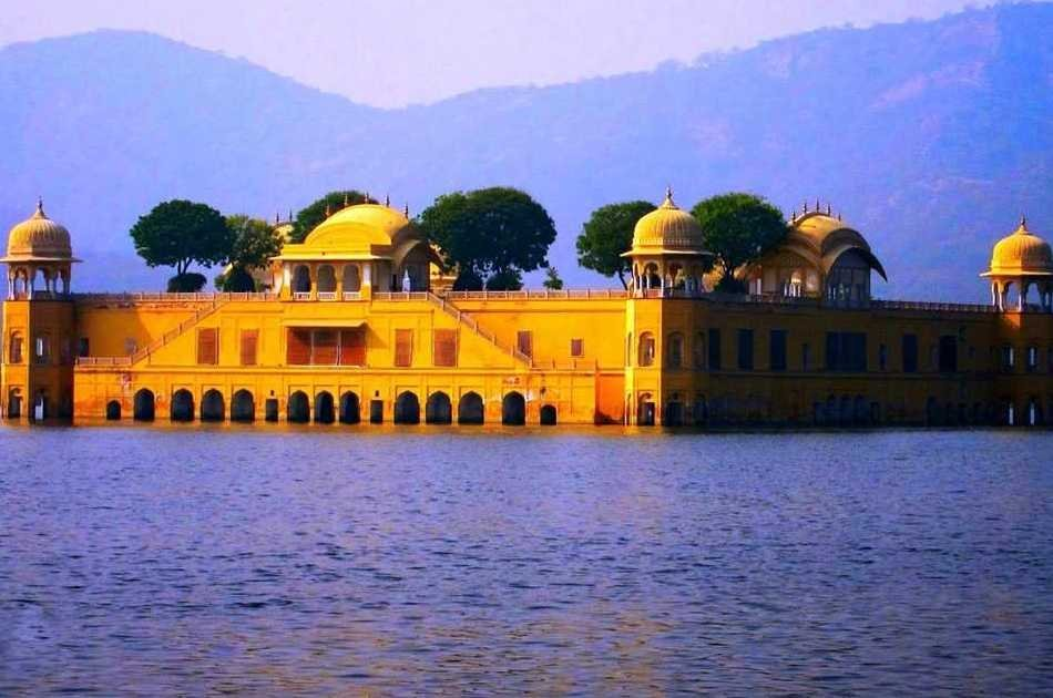 Mumbai to Jaipur and Pink City Private Day-Tour with Return Flight