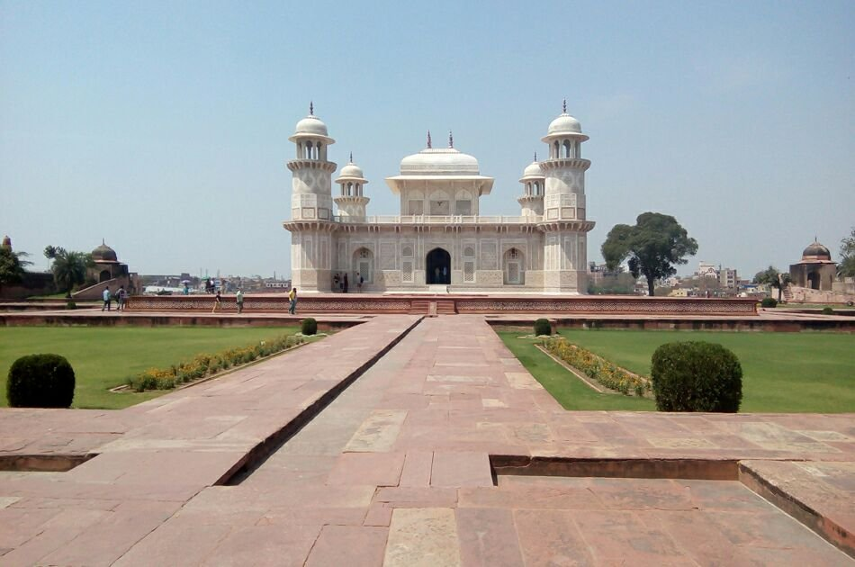 Personalized Day Tour of Agra  by the Fast Train From New Delhi