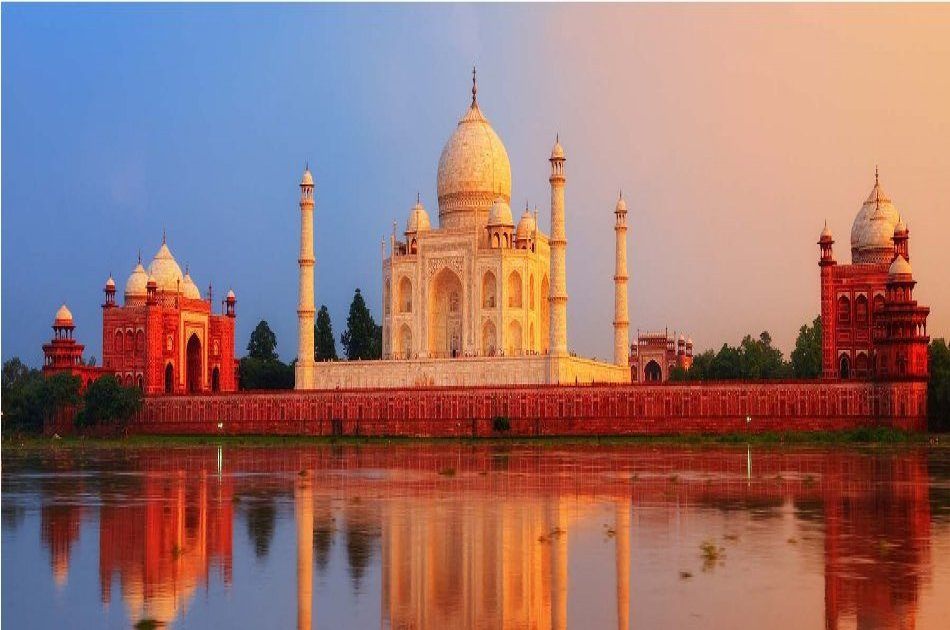 Private Full Day Taj Mahal Tour by High-Speed Train from Delhi