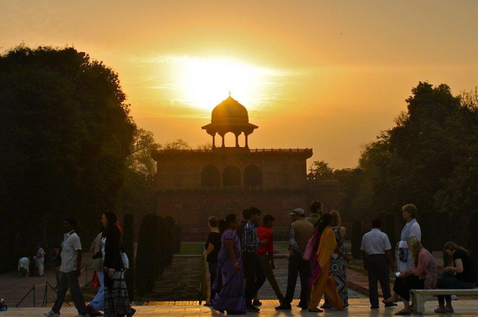 Private Sunrise Tour of Taj Mahal From Delhi
