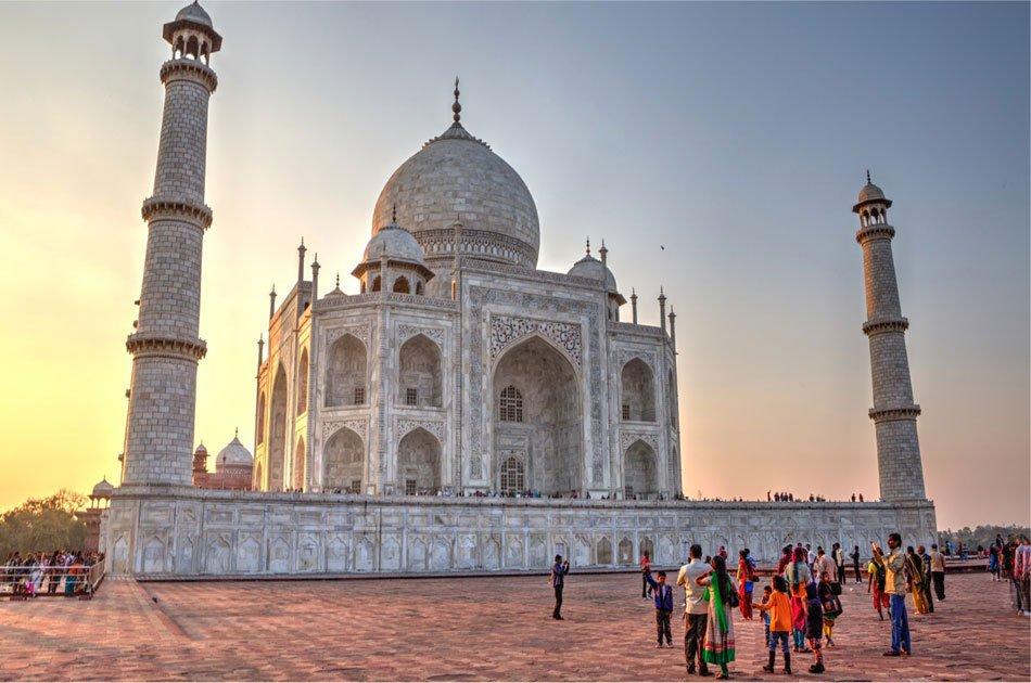 Private Taj Mahal Tour by Train from New Delhi