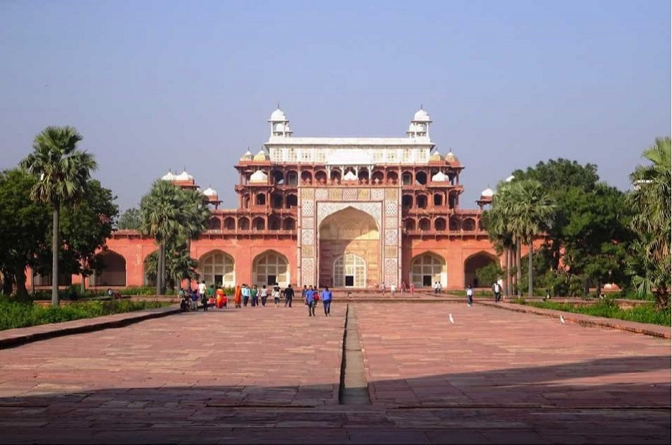 Private Tour: 2 Days Taj Mahal & Agra Trip with Fatehpur Sikri from New Delhi