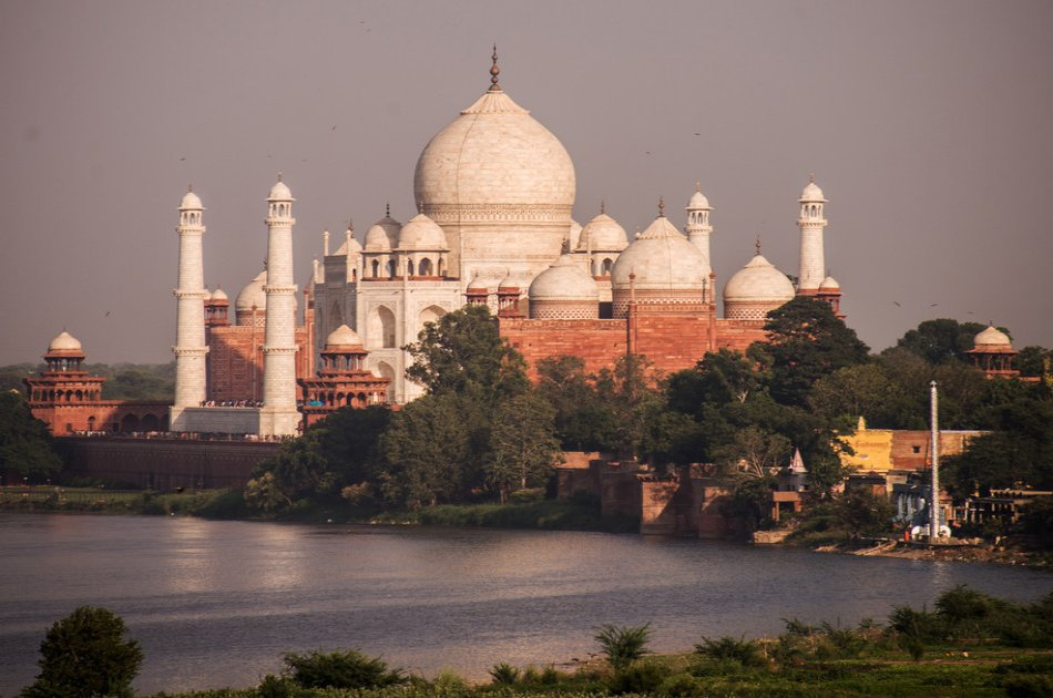 Same Day Delhi to Taj Mahal Tour by SuperFast Train