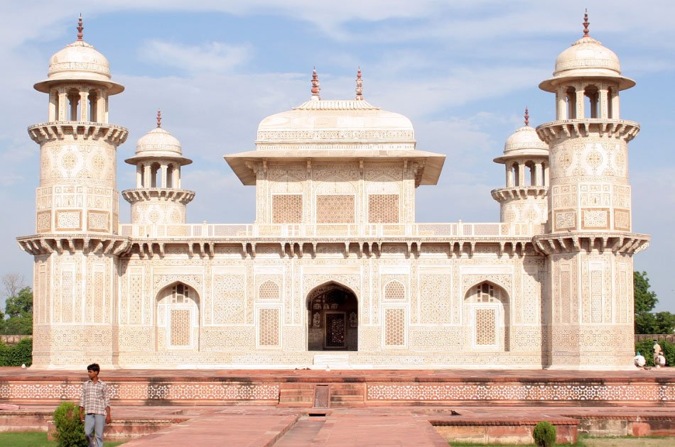 Same Day Taj Mahal by Car From Delhi