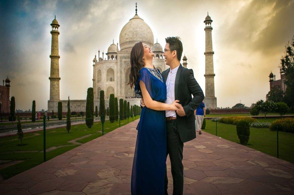 Same day Taj Mahal tour from Delhi by car with baby Taj