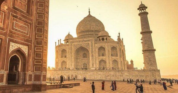 Sunrise Taj Mahal Private Tour From Delhi by Car