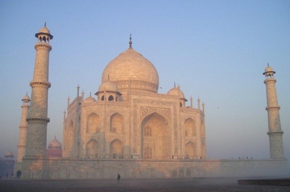 Sunrise Taj MahalGroup  Tour in Agra from Delhi