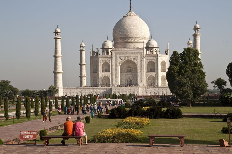 Taj Mahal and Agra Fort: Full-Day Trip by Car from Delhi
