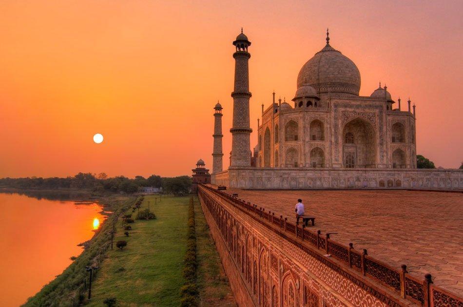 Taj Mahal Private Tour by Gatimaan Train