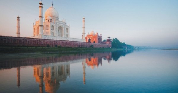 Taj Mahal Sunrise Private Tour from Delhi
