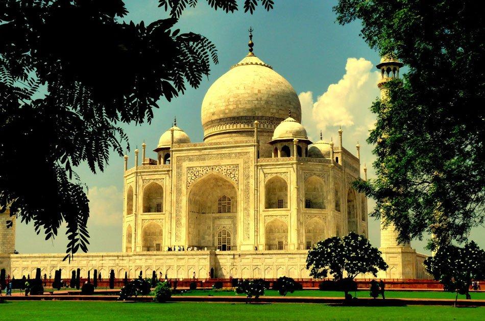 Taj Mahal Tour by Gatimaan Express Train from Delhi