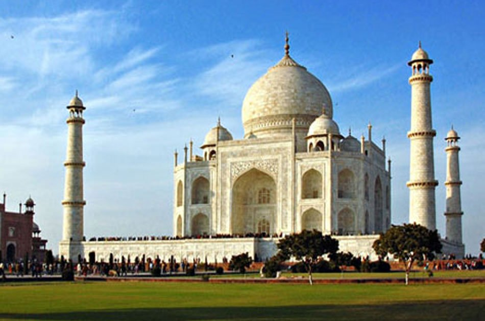Visit Taj Mahal on a Private Tour With Luxurious Experience by Toyota Fortuner