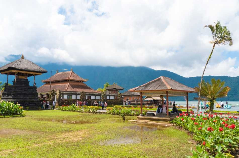 Full Day Private Royal Lake and Sea Temple Tour