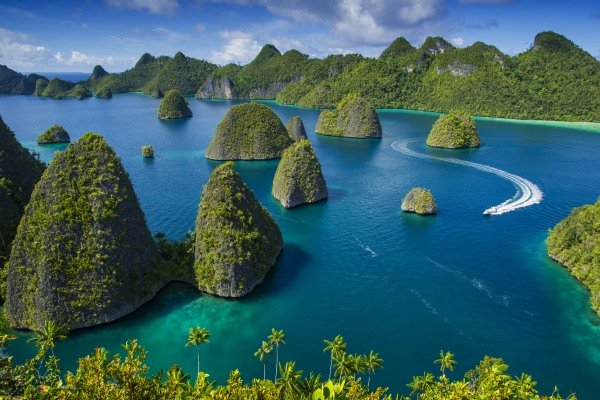 Amazing Live Volcanos and Deserted Beaches Private Tour of Indonesia
