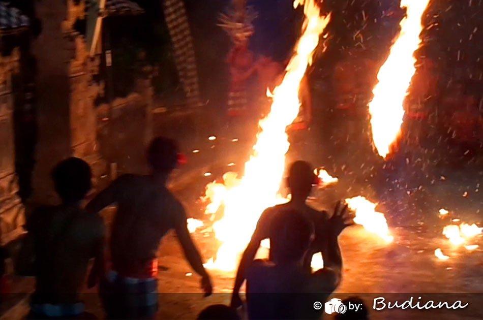 Kecak & Hanoman Fire Dance Show