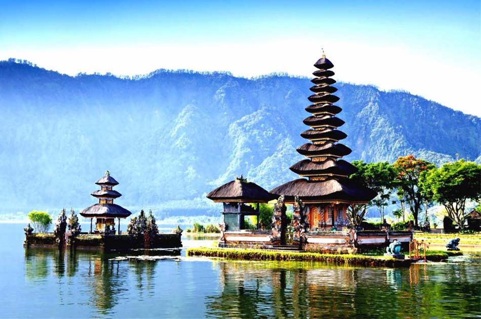 Lovina North Bali Sunrise Group Tour with Dolphins, Waterfalls & Temples