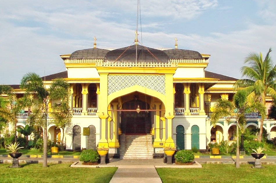 Medan Multicultural and Colonial Charm Combined Tour