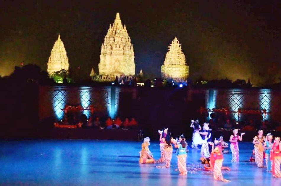 Yogyakarta Dinner with Ramayana Ballet Performance at Prambanan Temple