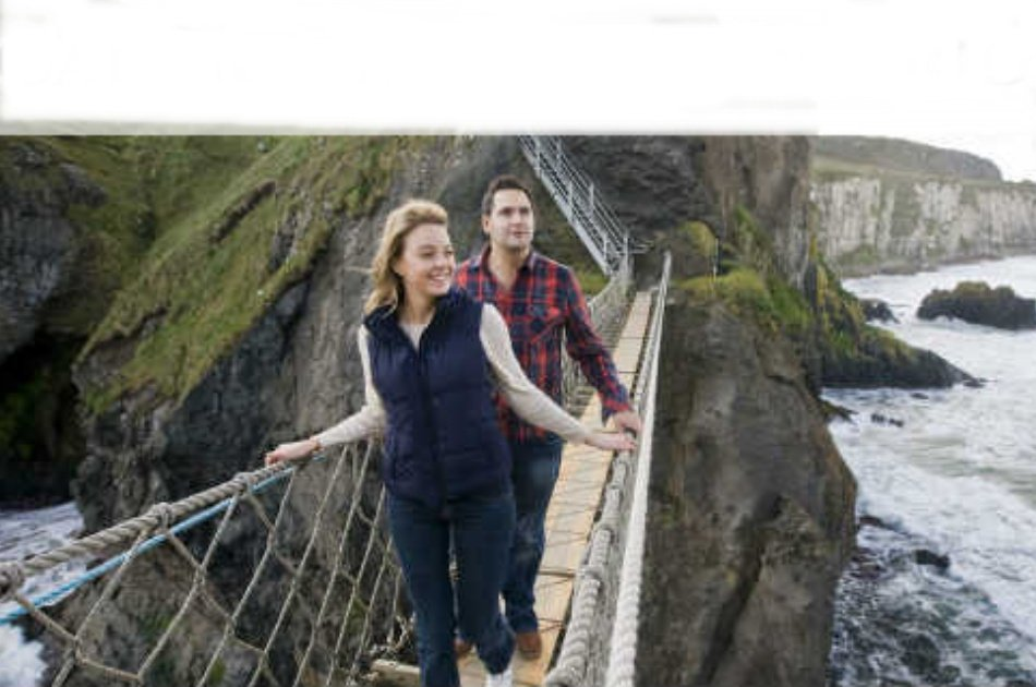 Giants Causeway and Carrick-a-Rede Rope Bridge Group Tour from Dublin