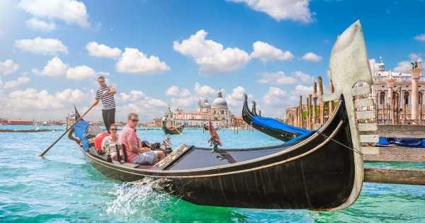Deep Into Venice Morning Walking Tour & Gondola Ride