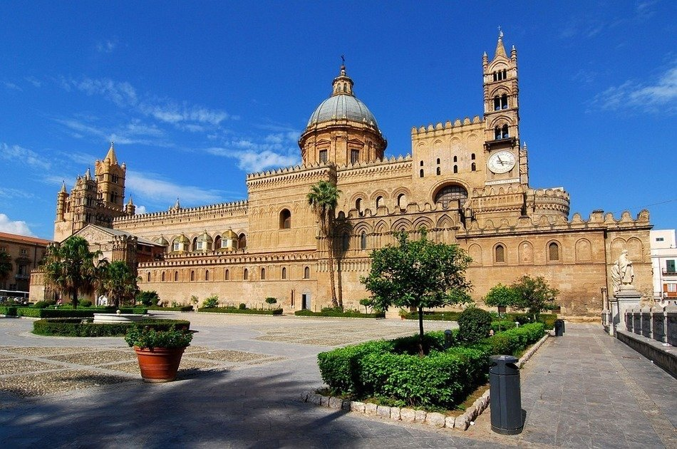 Discover Monuments and Markets in Palermo
