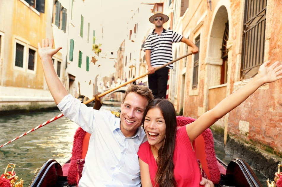 Enjoy a 30 Minute Gondola Experience in Venice