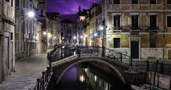 Ghosts & Legends of Venice on an Evening Walking Tour