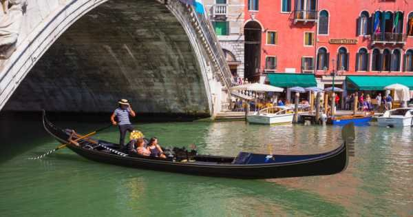 Gondola Ride and St. Marks Basilica with Skip the Line Entry