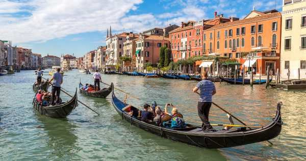 Historical Heart of Venice Afternoon Tour with Gondola Ride