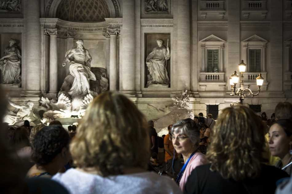 Panoramic Rome Bus Tour by Night With Dinner