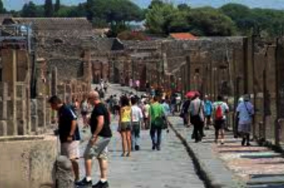 Pompeii Excavations with Guide from Port