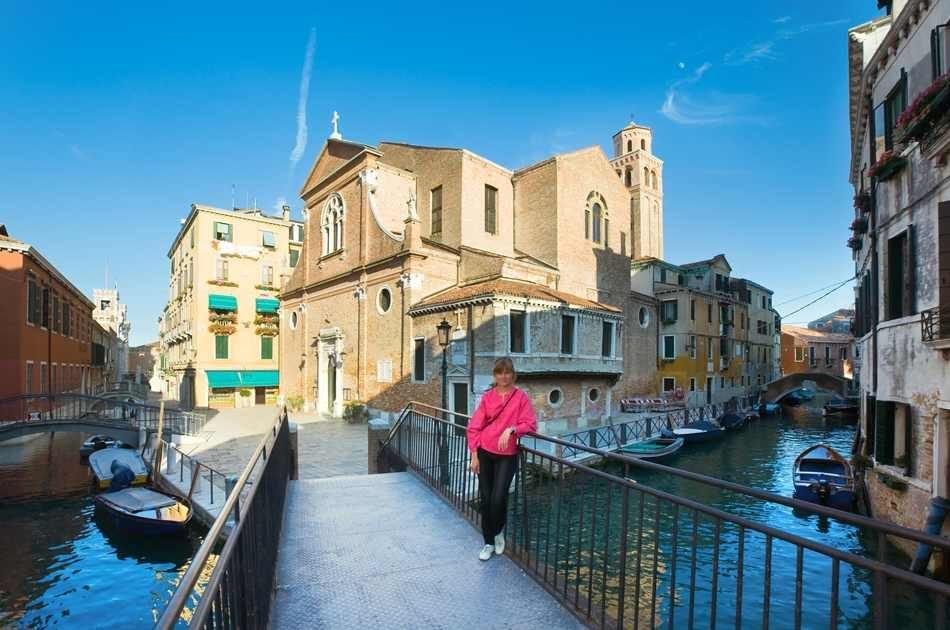 Private Gondola Ride and Dinner in Venice