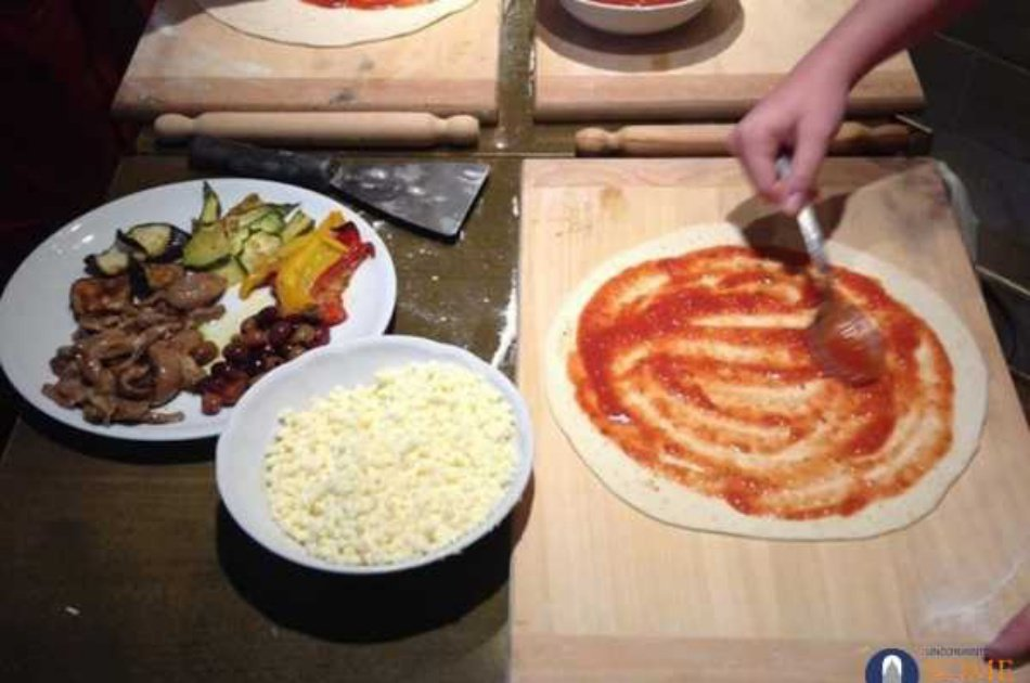 Private Pizza or Pasta Making Class