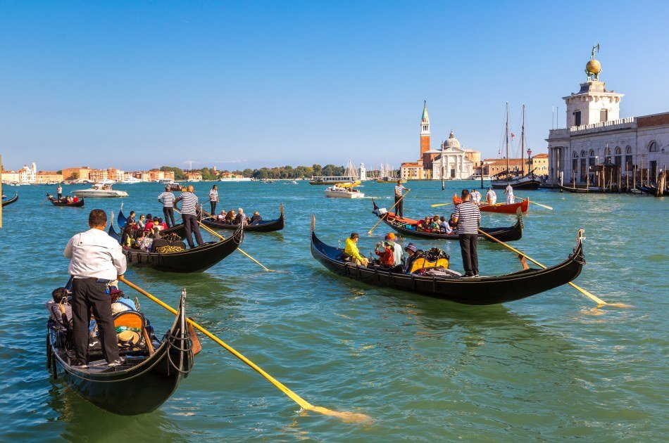 Relax on a Gondola Ride and a Walking Tour to Discover Venice