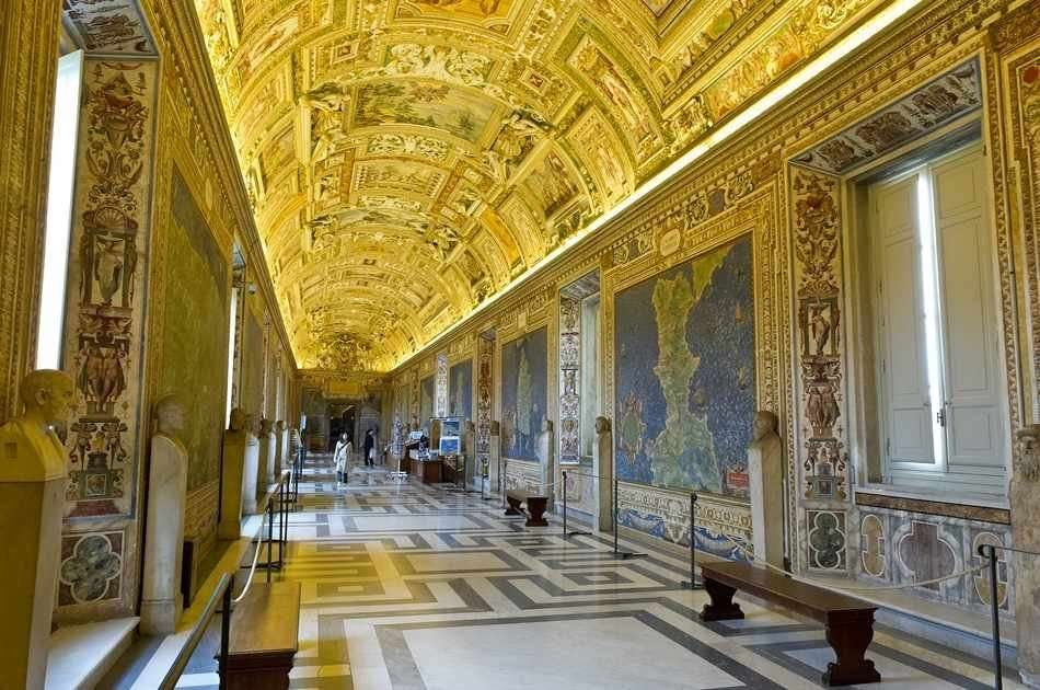 Rome in One Day: Colosseum & Vatican Group Tour
