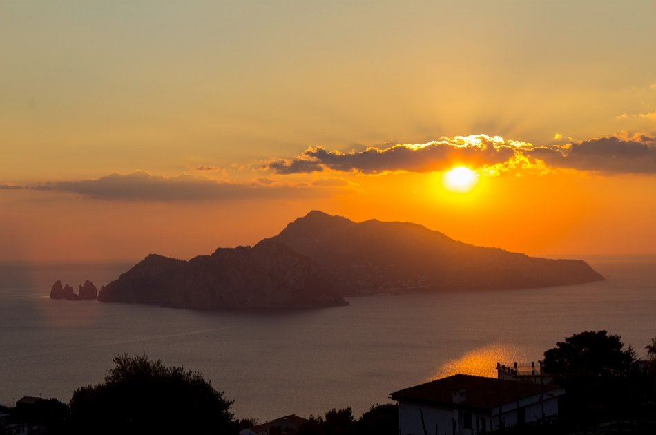 Wonderful Romantic Sunset Cruise Along the Amalfi Coast