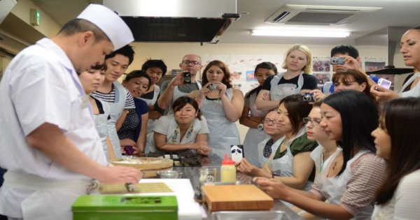 Tsukiji Outer Fish Market Sushi Workshop Tour