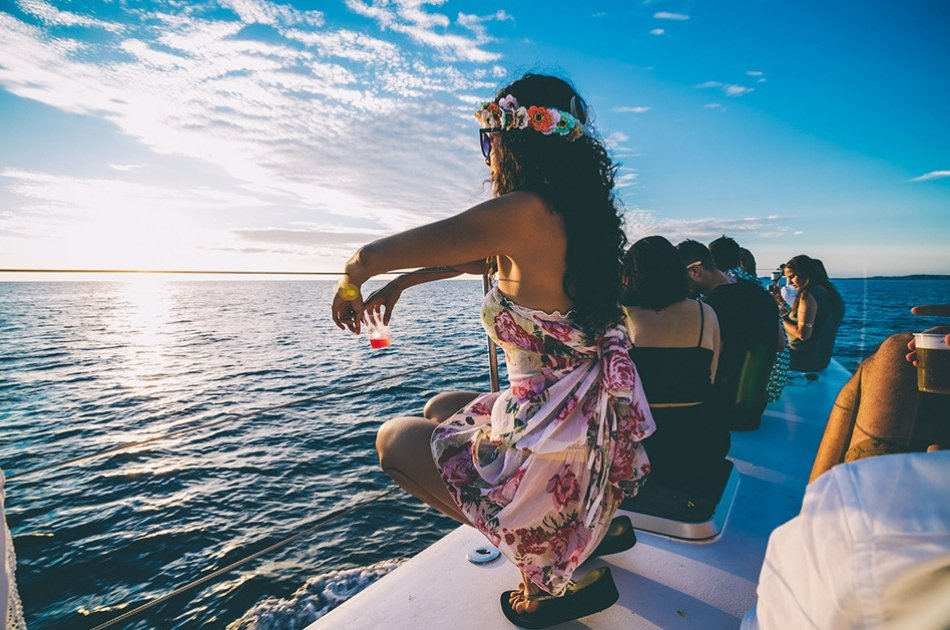 7 Hour Isla Mujeres Catamaran PDEX Private Tour (for up to 35 people)