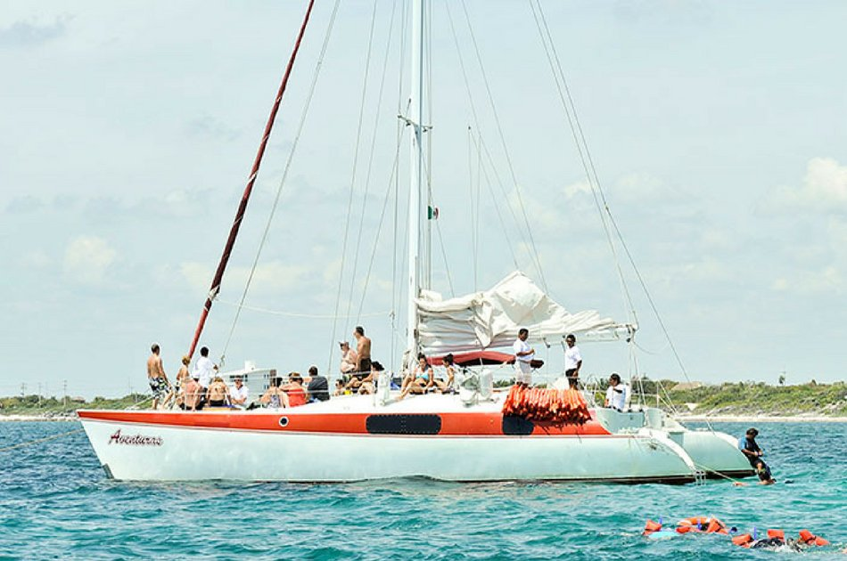 7 Hours Aventuras Catamaran Private Tour (up to 40 people)