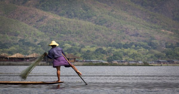 Fantastic Myanmar Highlights Prayers Pagodas and Arts Tour