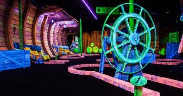 Amsterdam Glow Mini Golf