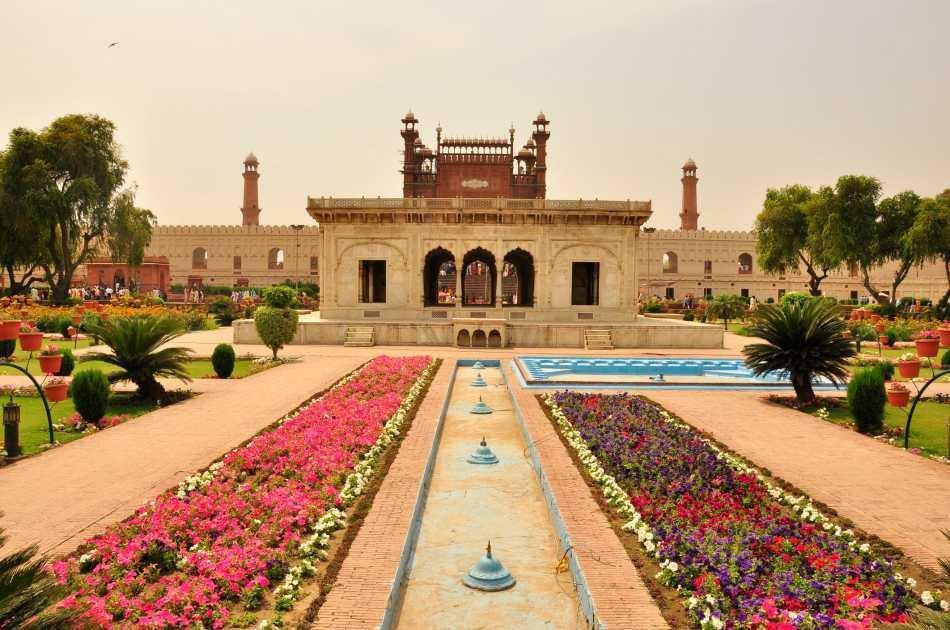 07 Day Trek Through Islamabad, Hunza, Karimabad & Khunjerab Pass from Lahore