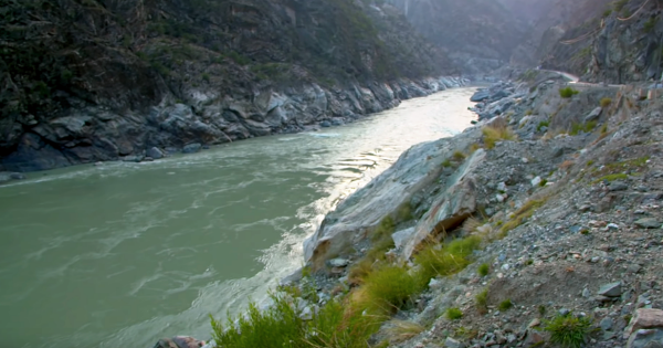 21 Day Budget Tour Hunza, Minapin, Chitral, Swat & Peshawar Pakistan