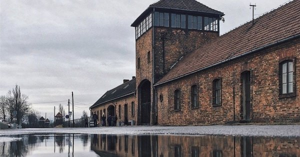 Auschwitz-Birkenau Tour with Private Transport - Hotel Pick Up from Krakow