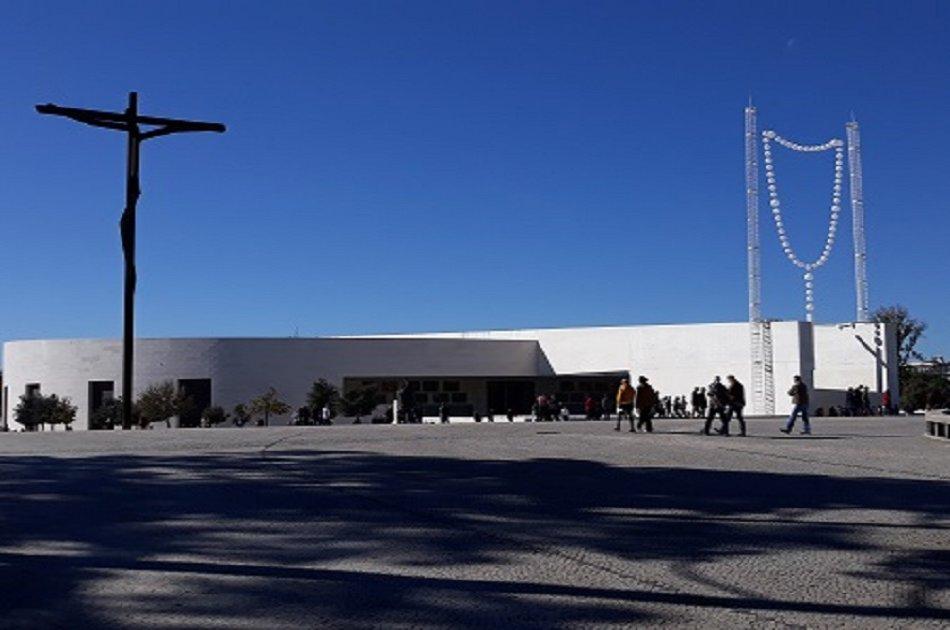 Full Day Tour from Lisbon including Fátima Sanctuary, Nazaré and Óbidos