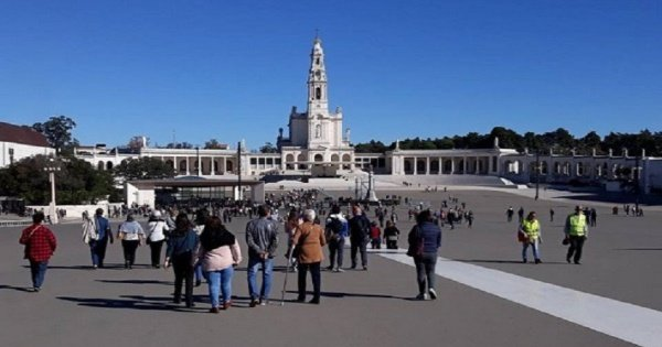 Full Day Tour from Lisbon including Fátima Sanctuary, Nazaré and Óbidos