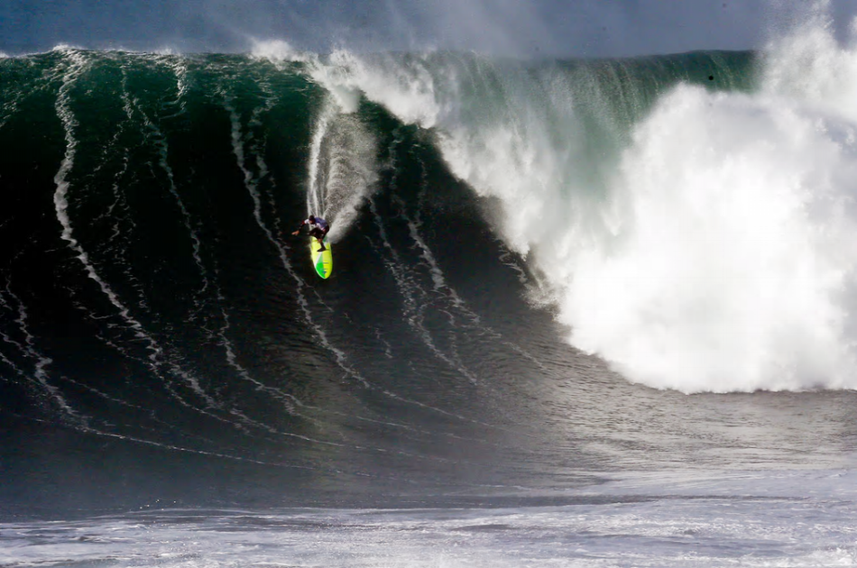 Nazaré - The Biggest Waves Ever Surfed